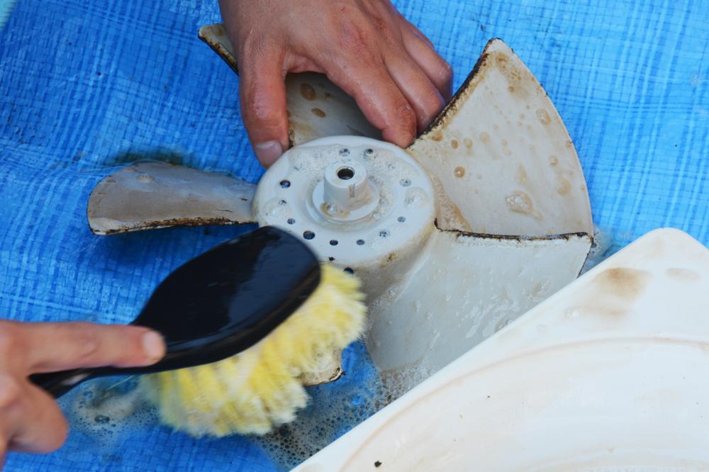 換気扇の汚れ対策・頑固な油汚れをきれいにする技