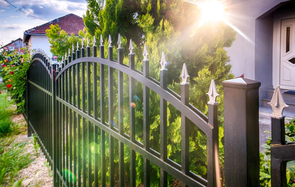 外構フェンスの採光と風通しを考慮!知らないと損するフェンス選びのポイント