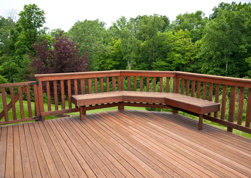 ウッドデッキ人工木はメンテが楽?特徴やお手入れ方法について